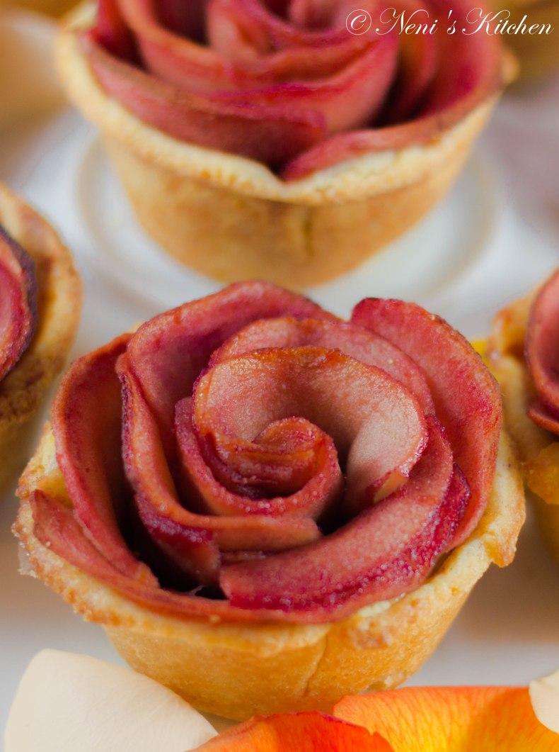 red rose apple tartlets (1 von 1)