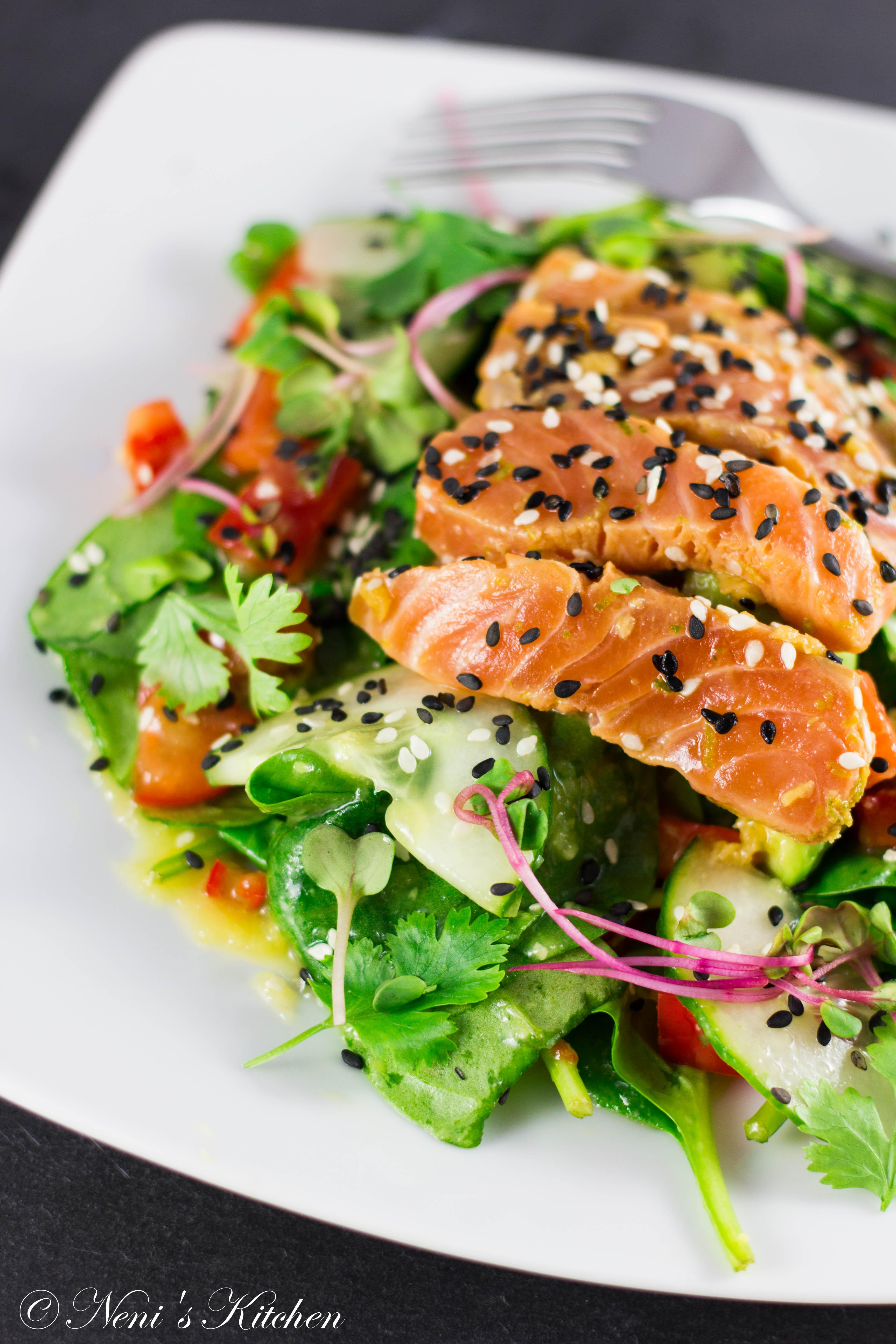 Incredible sake sashimi salad with sesame avocado and for Sashimi dressing